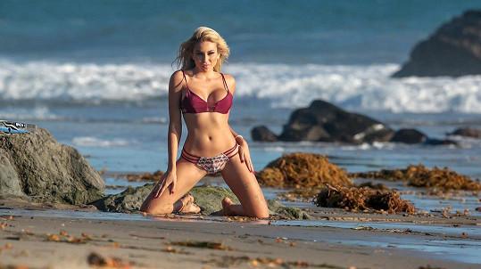 Modelka Khloe Terae má rozhodně co nabídnout...
