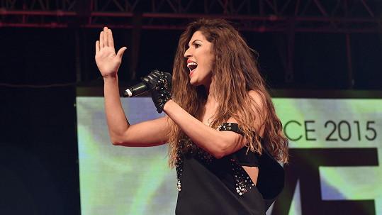 Victoria na pódiu předvedla pořádně sexy show.