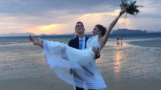 Andrea Bezděková se vdala.