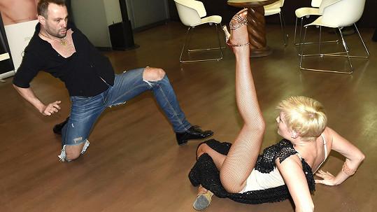 Marek Dědík se svou přítelkyní Terezou právě tančí rumbu...