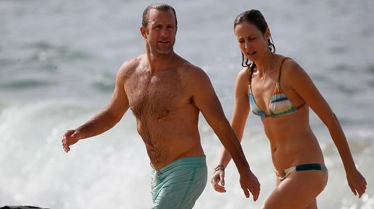 Scott Cann si užíval dovolenou s neznámou ženou.