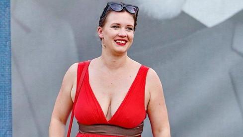 Kristýna Leichtová se na premiéru hry Zimní pohádka vyletnila.