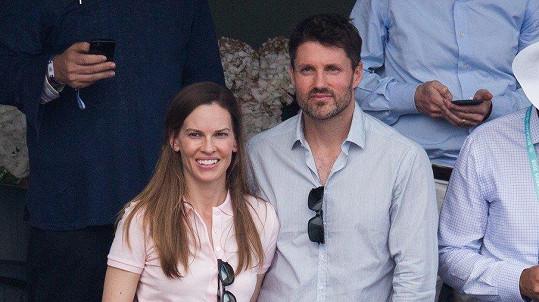 Hilary Swank se vdala za Philipa Schneidera.