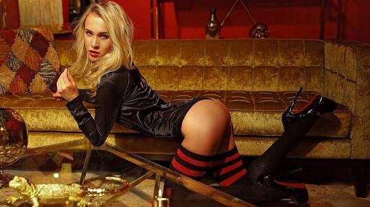 Vítězka reality show Hotel Paradise dobře ví, co chtějí její obdivovatelé vidět.