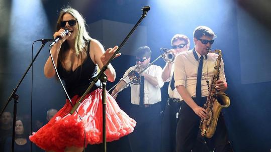 Lucie Bakešová s kapelou Laura a její tygři uspořádali koncert na pomoc zvířatům.
