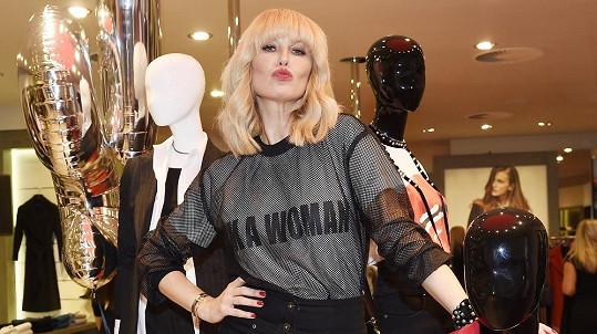 Simona Krainová si zkusila roli módní návrhářky.