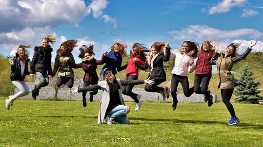 Desítka finalistek Dívky roku s choreografkou soutěže