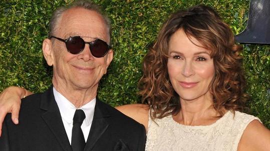 Jennifer Grey se svým oscarovým otcem Joelem Greyem na Tony Awards