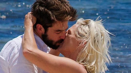 Jennie Garth se v den svých narozenin zasnoubila.