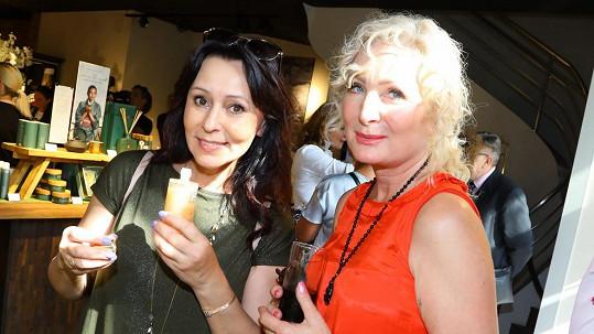 Heidi Janků si postěžovala na spadlá víčka a klesající koutky úst. Na snímku se Světlanou Nálepkovou (vpravo)