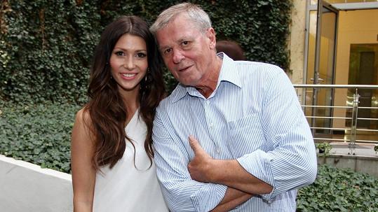 Tereza je ráda, že se tátovi daří lépe.