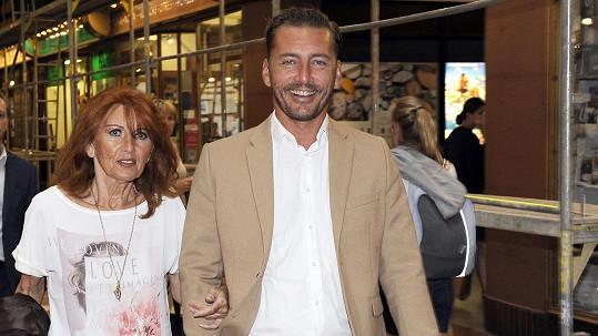 Petr Vondráček s maminkou