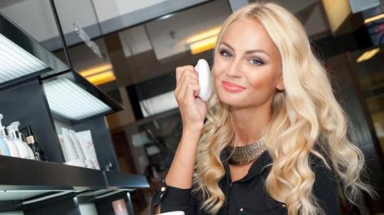 Miss Earth 2012 je v zahraničí zvyklá na luxusní servis. V Česku se ho nedočká.