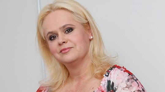 Monika Štiková vydělává na splácení exekucí.