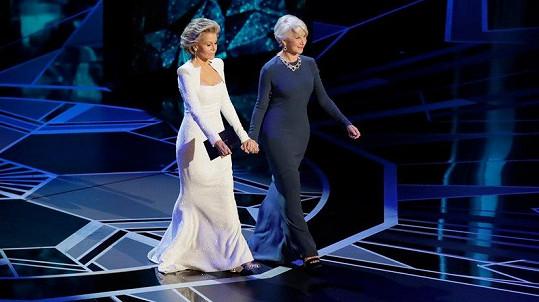 Jane Fonda a Helen Mirren přišly na Oscary ruku v ruce.