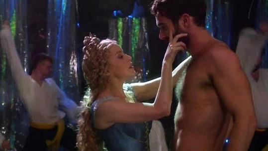 Kylie a Joshua si spolu zahráli v seriálu Galavant.