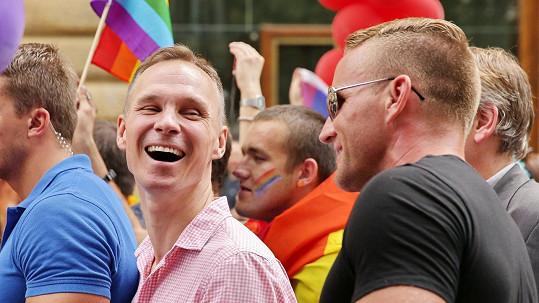 Vladimír Řepka (vlevo) si nenechal ujít Prague Pride.