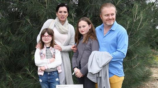 Rodinka vyrazila na křest knihy k projektu Kořeny osobností a představení zásadních novinek trojské botanické zahrady.