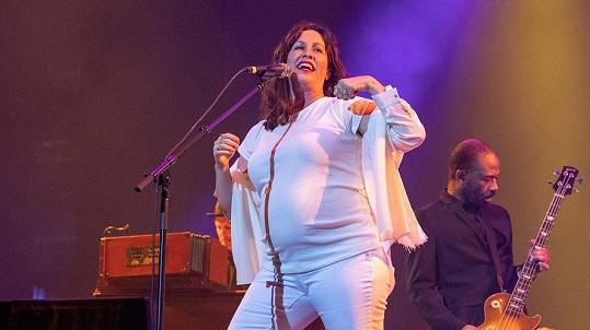 Alanis Morissette to pořádně rozjela na koncertě v Texasu.