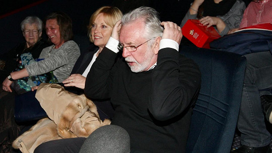 Jaromír Hanzlík vzal přítelkyni Lenku do kina.
