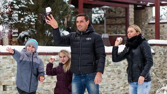 Roman Šebrle s manželkou Evou a dětmi