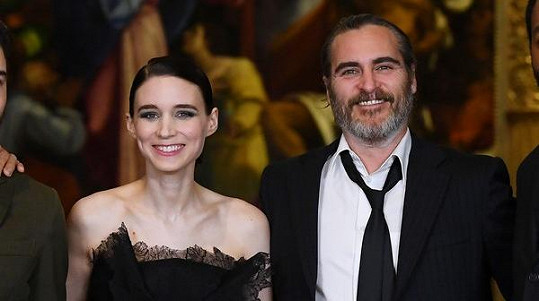 Rooney Mara a Joaquin Phoenix se stali rodiči.