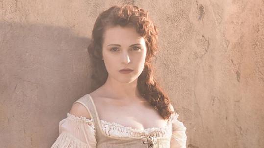 Tamla Kari jako Constance