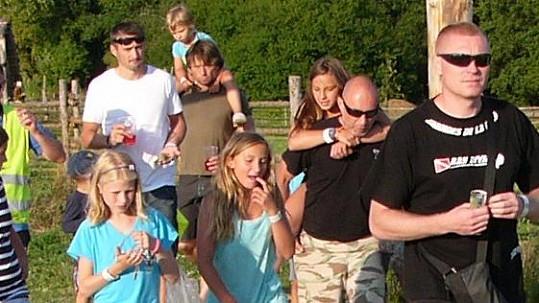 Daniel Landa s dcerami Roxy (vpravo) a Rozárkou (vlevo od Landy)