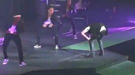 Justin Bieber se pozvracel na pódiu
