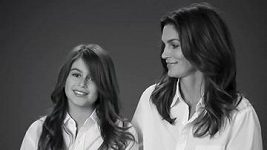Cindy Crawford s maminkou a dcerou v reklamě