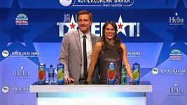 Moderátorka srbského Talentu sáhla při vysílání svému kolegovi do rozkroku
