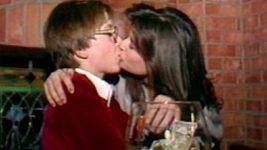 Demi Moore se líbá s patnáctiletým chlapcem