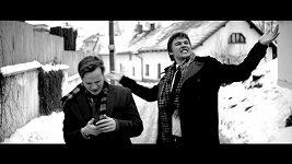 Vojtěch Dyk a Kryštof Hádek v klipu k písničce Čekám na signál