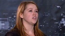 Dcera Jimma Carreyho boduje v pěvecké soutěži.