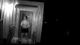 Kamera zachytila fekalofilního maniaka přímo při činu