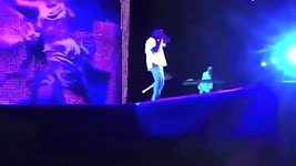 Trapas - Zpěvák Kanye West upadl během svého koncertu