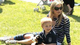 Zraněná Monika Marešová musela přenechat péči o děti tchýni.