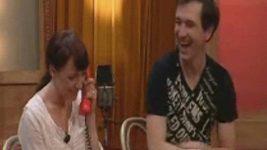 Taťána Vilhelmová si telefonuje s krtečkem