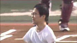 Japonec nemá ruce ani nohy, přesto dokáže běhat i házet míč