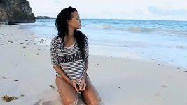 Rihanna v promo videu na Barbados
