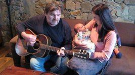 Roman Horký zpívá synovi