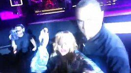 Rihanna praštila fanouška mikrofonem na koncertě v Birminghamu