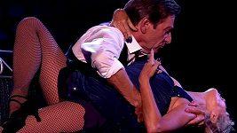 Glynis Barber a Michael Brandon tančí tango