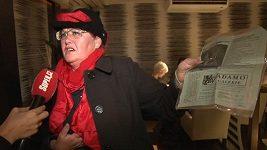 Julča z metra dokazuje, že je novinářka oprava