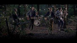 Milence v okovech zachránili až členové kapely Nebe.