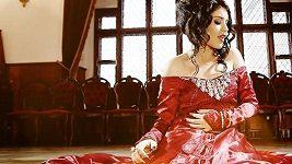 "Celeste Buckingham v klipu ""Crushin' My Fairytale""."