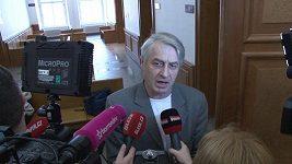 Takto se obviněný Rychtář hájil před novináři po skončení odročeného líčení.