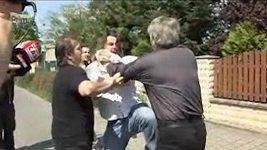 Macura s Rychtářem se poprali před domem Bartošové