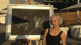 Výstřední umělkyně Léna Brauner šokuje.