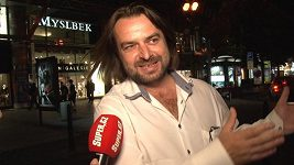 Zdeněk Macura pěstuje rajčata a chová slepice